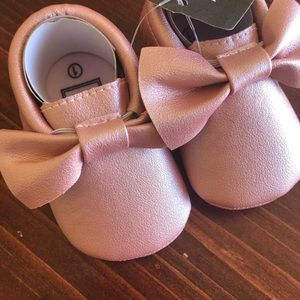 BNWT Dusty Rose Pink Metallic Baby Moccasins